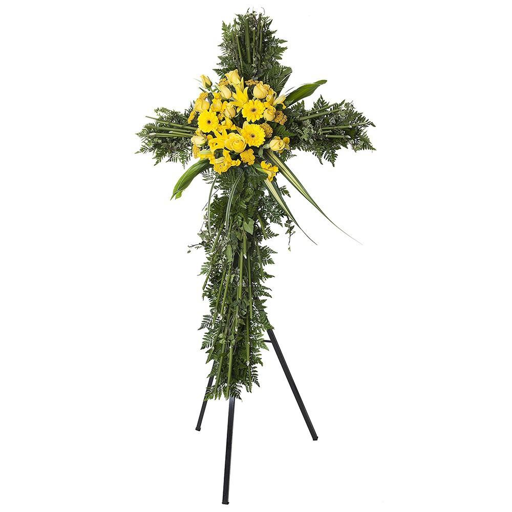 Cruz grande de bambú con 10 rosas amarillas, liliums, achileas y gerberas en trípode Recuerdos Rosatel