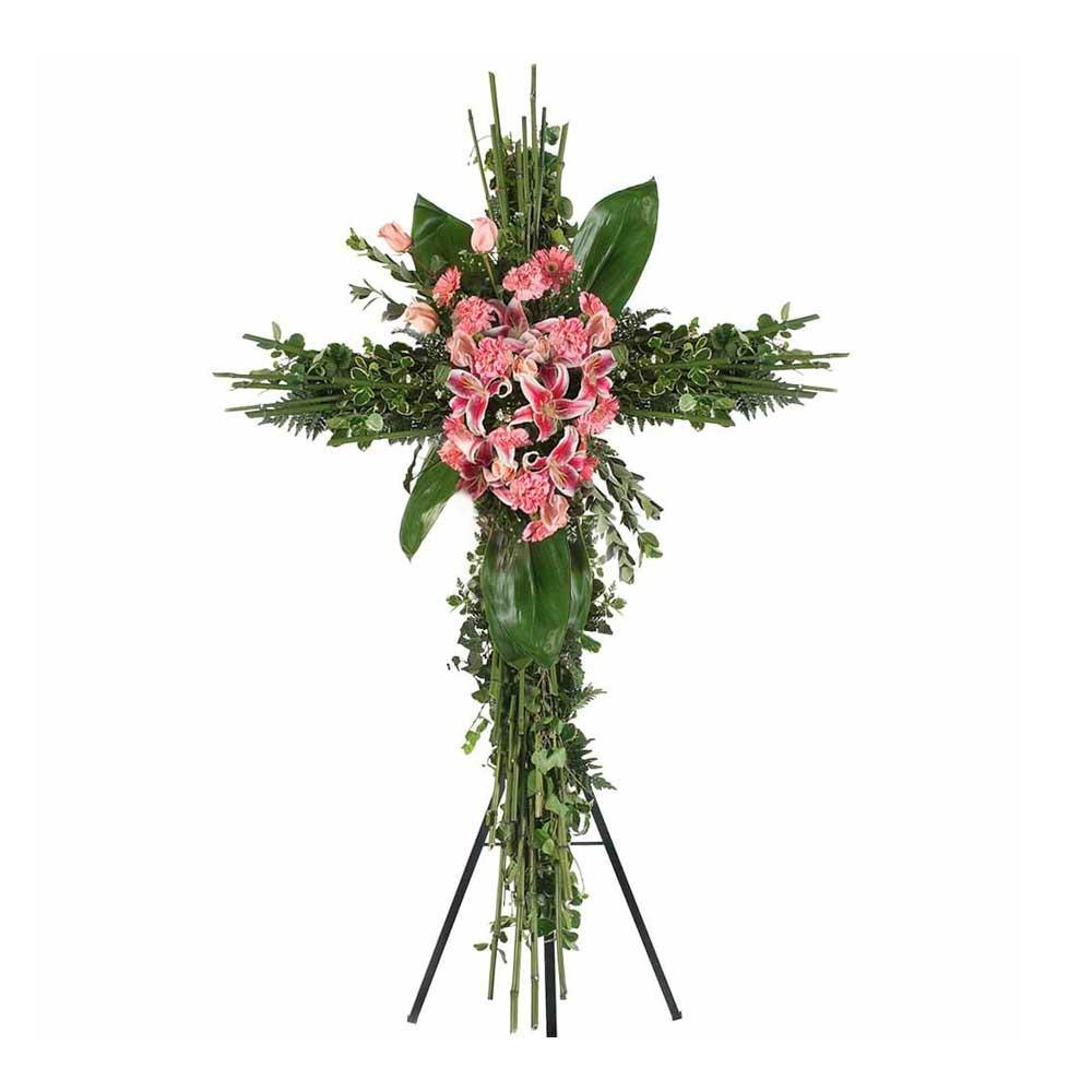 Cruz grande de bamboo con 9 rosas, liliums, claveles y flores variadas en trípode Recuerdos Rosatel